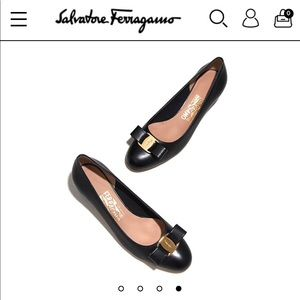 Salvatore Ferragamo black Vara bow pumps like new